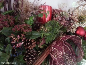 Making our own natural Christmas flower arrangment is hugely satisfying and even more fun when made in the company of friends. Here's how to do it.
