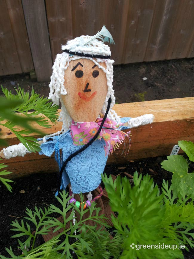 How to make mini scarecrows - hippy scarecrow