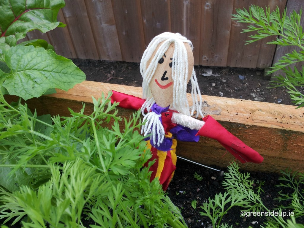 How to make mini scarecrows - lady scarecrow
