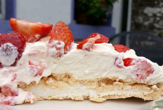 Strawberry Pavlova Recipe from greensideup.ie