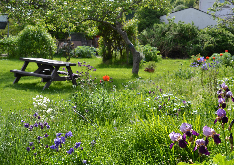 Tranquil gardens at Sonaitre